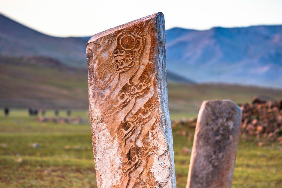 Uushgiin-Uvur-Deer-stones.jpg